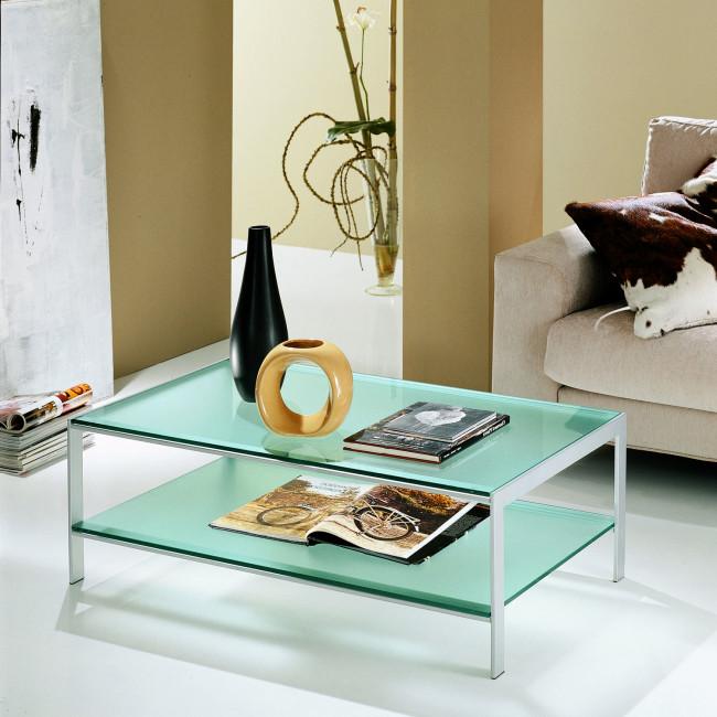 Tavolino con due ripiani in vetro young for Tavolini vetro