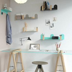 Mensole in metallo multicolore con fermalibri, perfette in un angolo studio o lavoro