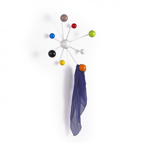 Globo is a coat hanger with coloured hooks