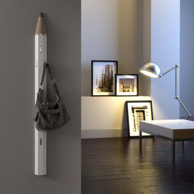 Appendiabiti a parete a forma di matita