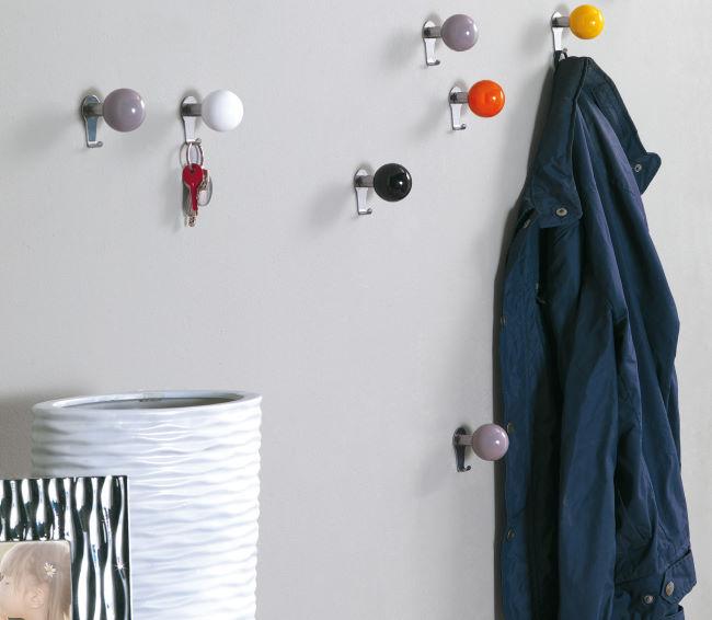 Ganci colorati tondi per parete ingresso per chiavi e giacche