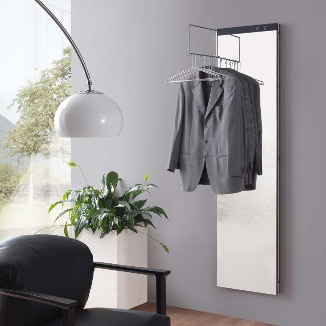 Soluzione per ingresso alternativa: specchiera appendiabiti richiudibile