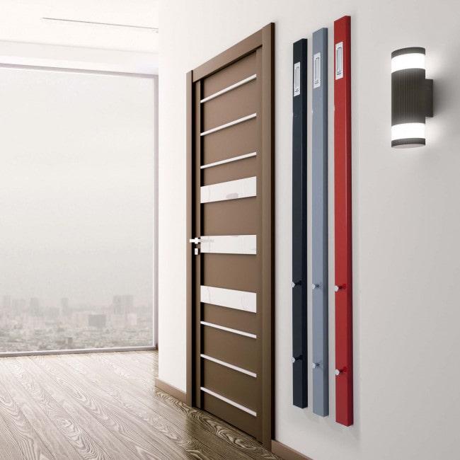 Soluzione per ingresso stretto con appendiabiti verticale