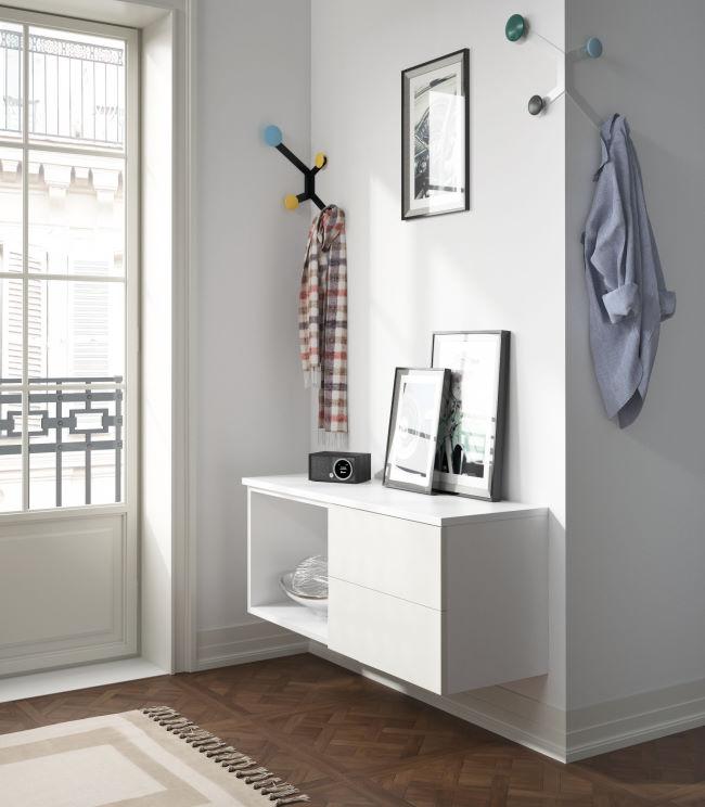 Appendiabiti angolari e contenitori a parete per ingresso piccolo