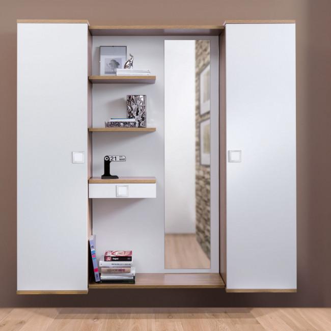 Composizione ingresso con armadietti e pannello centrale con specchio e mensole