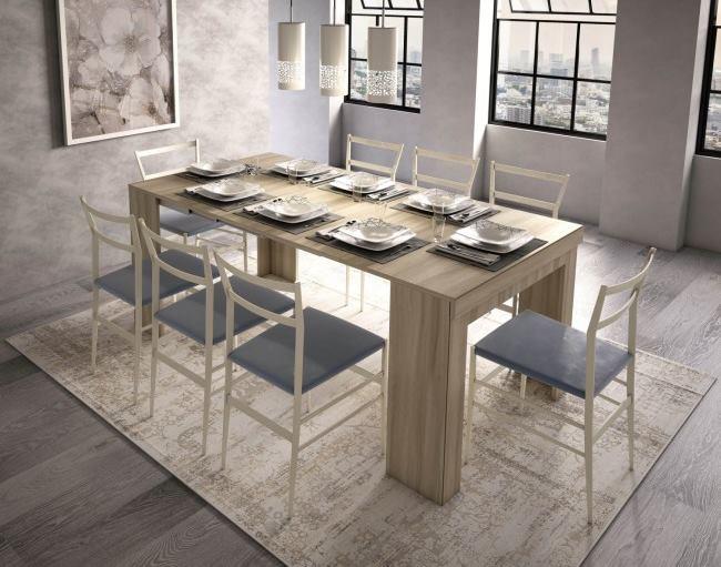 Consolle aperta trasformata in tavolo da 8 posti