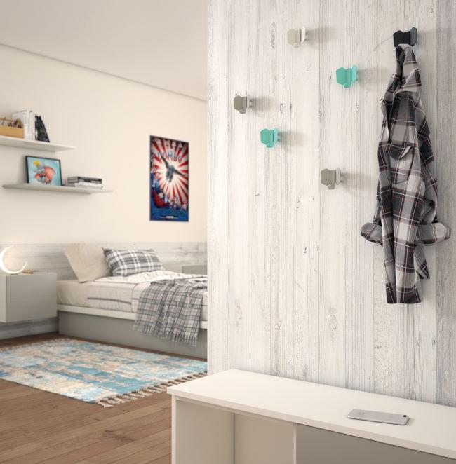 Combinazione panca-scarpiera e appendiabiti decorativi per camera
